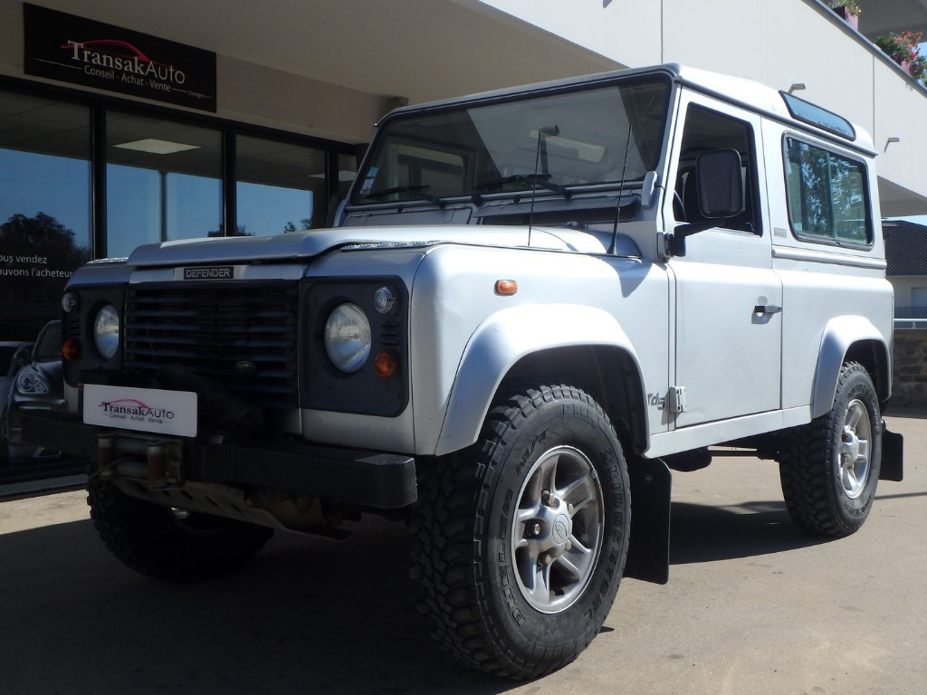 LAND ROVER -  90 DEFENDER